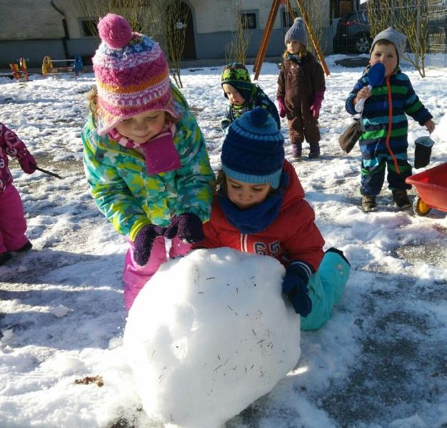 c5beelvice-igra-na-snegu-1