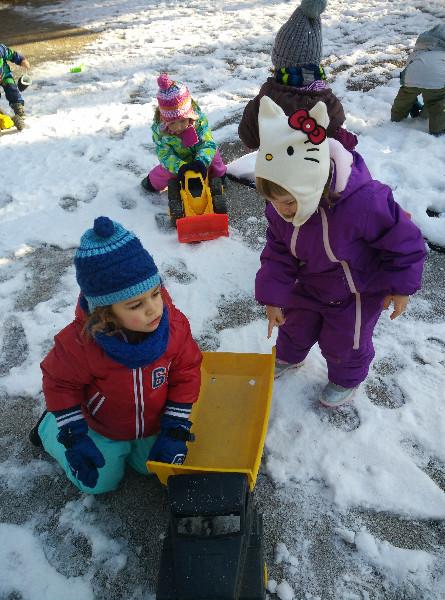 c5beelvice-igra-na-snegu-2