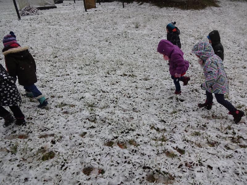 nac5a1e-stopinje-v-snegu
